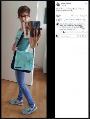 Monika Gächter mit einer Tasche aus der Serie 'Glück ist Liebe'